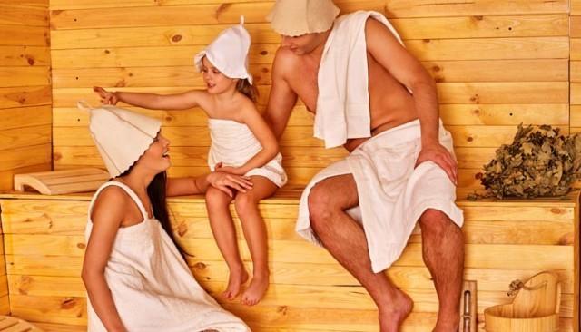 Безопасность в бане с ребенком до года: основные правила посещения, противопоказания и влияние на детский организм, мнение педиатра