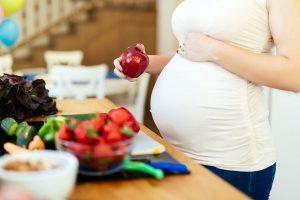 Диета для беременных в 3 триместре: основные правила и баланс питательных веществ, список разрешенных и запрещенных продуктов, рацион женщины на неделю и советы врача
