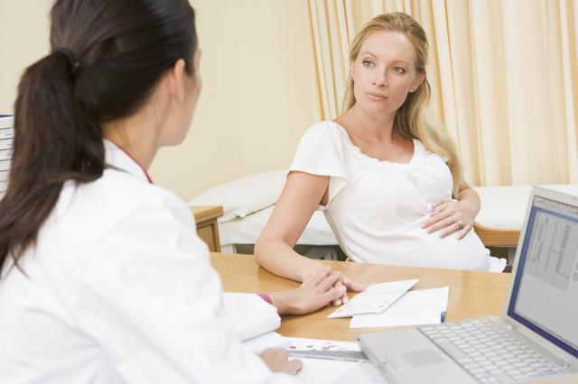 Как сохранить беременность на ранних сроках: показания к сохранению, медикаментозные и народные методы, особенности лечения на дому