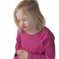 Почему ребенка тошнит: основные причины и признаки патологии, провоцирующие факторы и методы их устранения, советы педиатра и сопутствующие симптомы