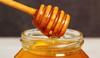 Полезен ли детям мед: состав и лечебные свойства продукта, сроки введения в рацион ребенка, рекомендации по употреблению и выбору