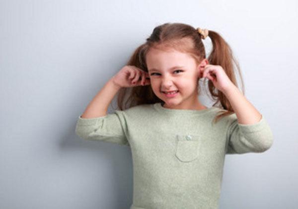 Серная пробка в ухе у ребёнка: причины возникновения, первая помощь и когда стоит обратиться к врачу, советы специалиста