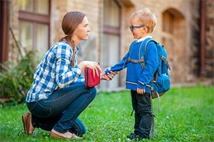 Социальная адаптация в детском саду: особенности социализации ребенка в дошкольном учреждении, причины возникновения проблем и правила подготовки малыша к новому коллективу, советы психологов