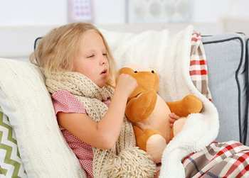 Трахеобронхит у детей: причины заболевания, лечение хронической и острой формы антибиотиками и народными средствами, возможные осложнения