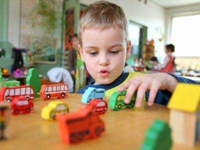 Задержка речевого развития у детей: провоцирующие факторы и причины развития отклонения, разновидности патологии, первые признаки и симптомы ЗПРР, методы терапии и коррекции