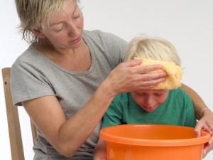 Ацетон в моче у ребенка: причины, первые признаки, рекомендуемое лечение