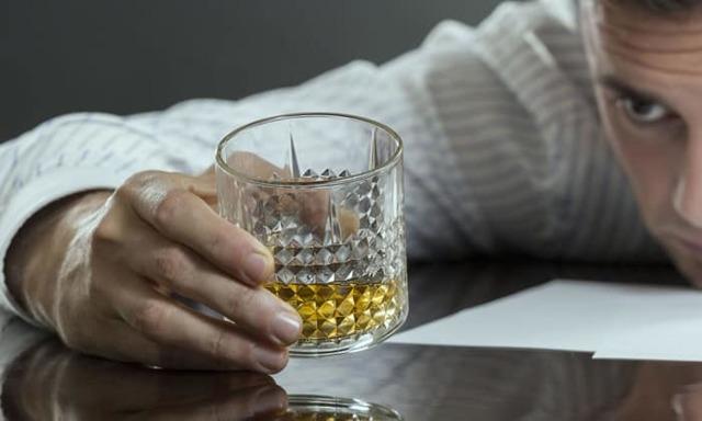 Алкоголизм: основные симптомы и стадии заболевания, тактика лечения и последствия