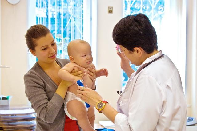 Антибиотики при пневмонии у детей: эффективные препараты, особенности применения, меры предосторожности