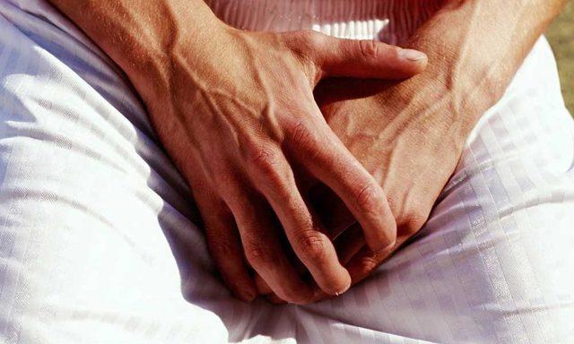 Белый налет на головке полового члена: почему появляется, как избавиться в домашних условиях