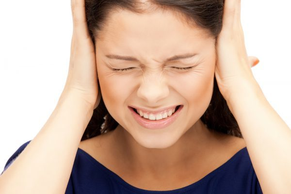 Боль и заложенность в ушах, что делать: о чем говорят симптомы?