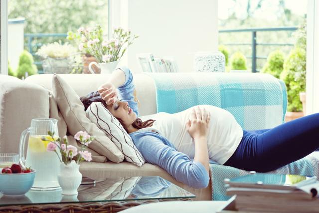 Болит голова у беременной: провоцирующие факторы, способы избавления, побочные эффекты, профилактические мероприятия