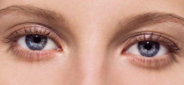 Черная точка в глазу на роговице, передвигается с взглядом – что это за болезнь?