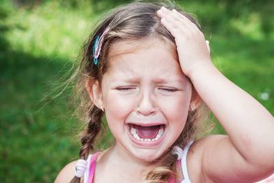 Что делать, когда ребенок сильно ударился головой — лбом или виском