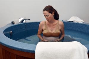 Что такое роды в воде: преимущества и недостатки способа дома в роддоме