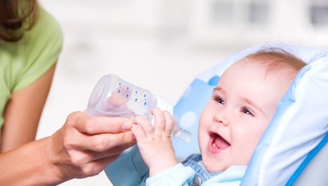 Допаивание грудничка водой при грудном, искусственном вскармливании: польза и вред, основные правила, возможные осложнения