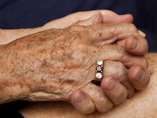 Дряблость кожи рук: провоцирующие факторы, методы коррекции, показания и противопоказания к проведению
