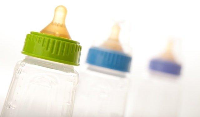 Искусственное вскармливание новорожденных: подбор смеси, особенности ввода продукта, важные рекомендации