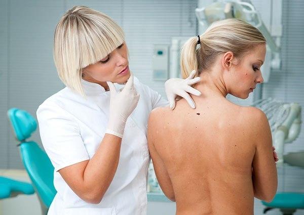Как избавиться от прыщей и угрей на спине: причины появления, эффективные методы борьбы, меры профилактики