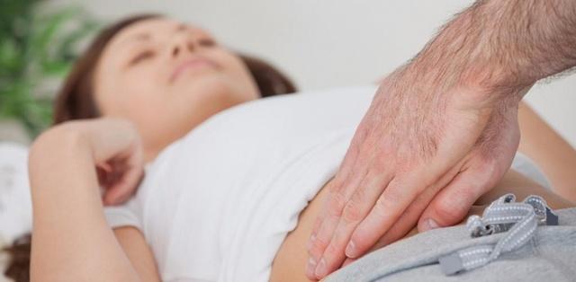 Как определить аппендицит в домашних условиях: симптомы и первые признаки