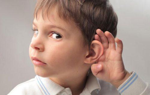 Как определить образование серной пробки в ухе: причины и способы лечения