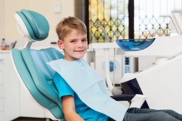 Как правильно удалять молочные зубы у детей, когда лучше?