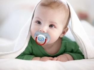 Как выбрать пустышку для новорожденного и приучить ребенка к соске?