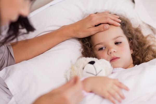 Кишечные инфекции у взрослых и детей: провоцирующие факторы, типичные симптомы, способы лечения и правила питания