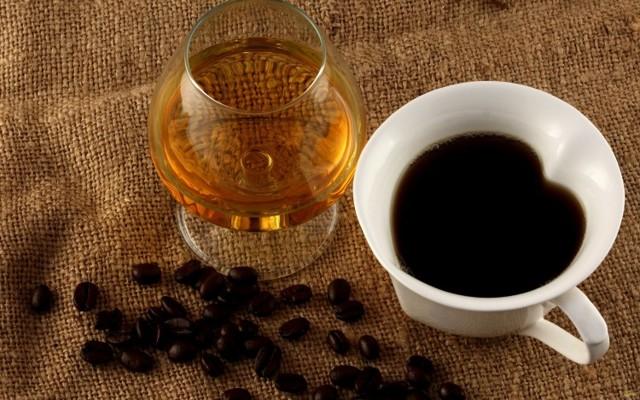 Кофеин и алкоголь: взаимодействие друг с другом, последствия совместного употребления