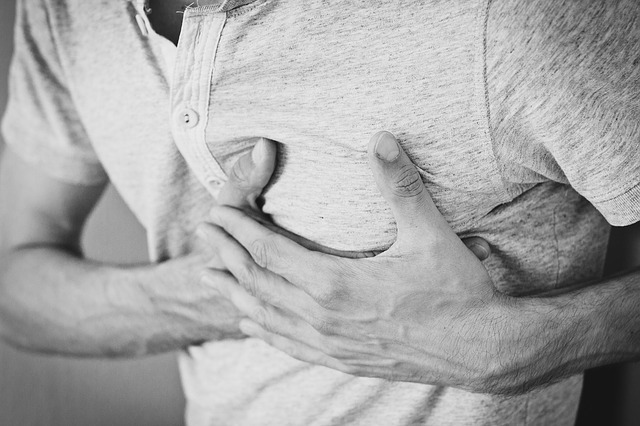 Колет сердце: причины, что делать в домашних условиях, что выпить до приезда скорой