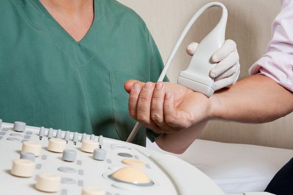 Контрактура Дюпюитрена: предрасполагающие факторы, типичные признаки, диагностика и тактика лечения