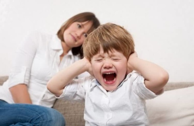 Кризис 3 лет у ребенка: особенности проявления, схема поведения для родителей
