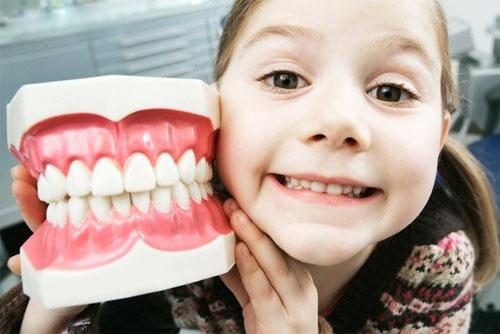 Лечение кариеса у детей: виды методов, показания и противопоказания, алгоритм проведения