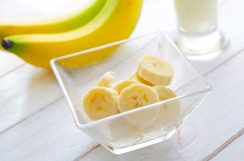 Можно ли бананы при грудном вскармливании: польза и вред, воздействие на ребенка, правила введения в рацион