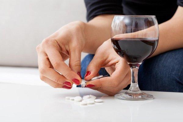 Можно ли пить Эналаприл с алкоголем: совместимость спиртного с лекарством