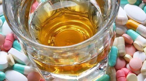 Можно ли совмещать Кодеин и алкоголь: последствия совместного употребления