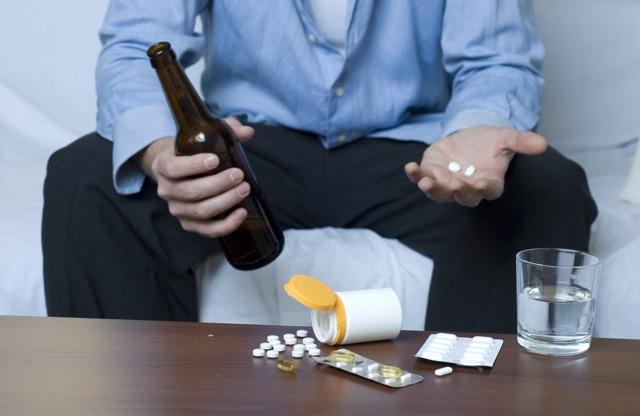 Обезболивающие, анальгетик и алкоголь: обзор средств, совместимость с этанолом, вероятные побочные эффекты,