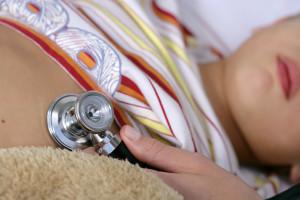 Пневмония у детей: особенности течения, характерные симптомы и лечение воспаления легких в домашних условиях
