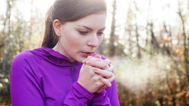 Почему мерзнут руки и ноги: причины, что делать при высокой чувствительности к холоду