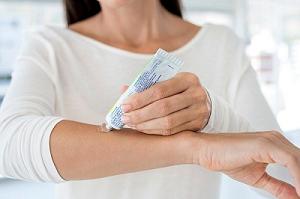 Почему нужно настороженно относиться к гормональным мазям?