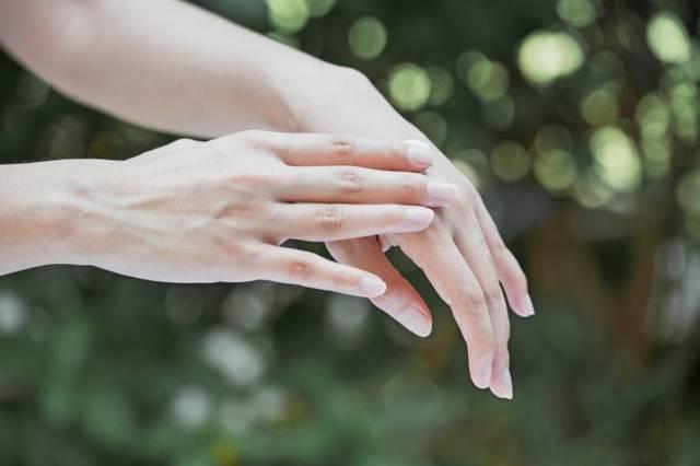 Почему сушат подушечки пальцев рук и что с этим делать?