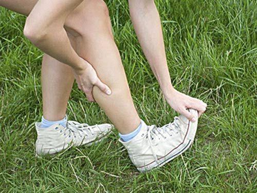 Почему сводит ноги судорогой: что делать, если сводит ноги – причины и лечение спазма