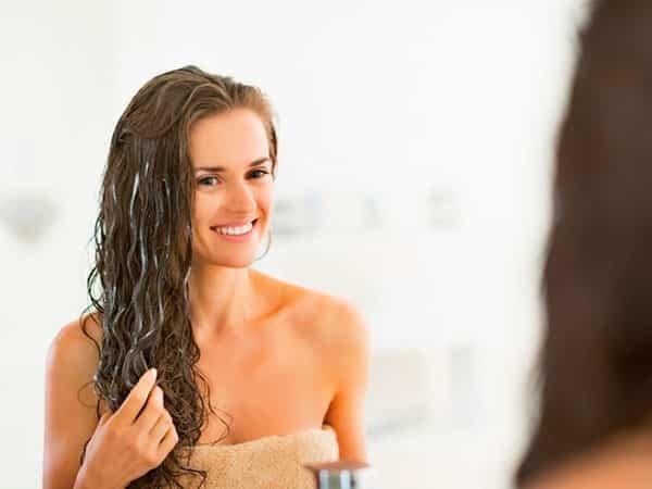 Почему выпадают волосы у женщины в молодом возрасте: главные причины и методы устранения проблемы