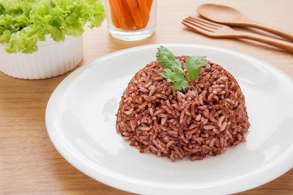 Полезные свойства красного риса, химический состав и правила приготовления