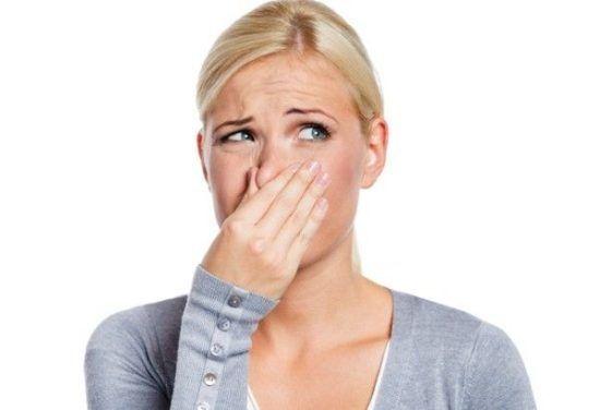 Постоянно неприятный запах из заднего прохода – что делать, как решить деликатную проблему?