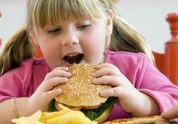 Повышенный сахар в крови у ребенка: причины, симптомы, что делать и как лечить