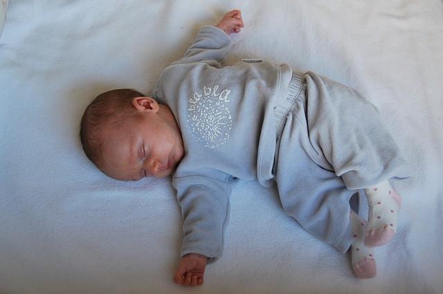 Правильное развитие ребенка в первый год жизни, психология, воспитание