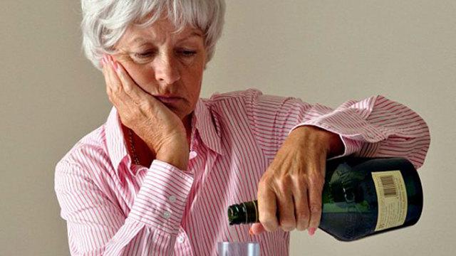 Причины и течение алкоголизма у женщин, детей и пожилых, алкогольная зависимость как социальная проблема