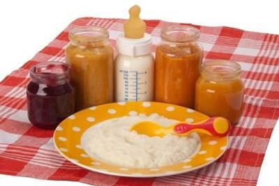 Прикорм в 4 месяца: за и против, разрешенные и запрещенные продукты, правила ввода в рацион