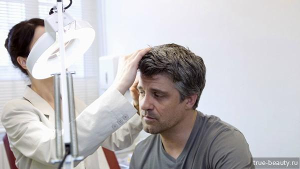Прыщи на голове в волосах у мужчины: причины возникновения и эффективные методы лечения, фото патологии