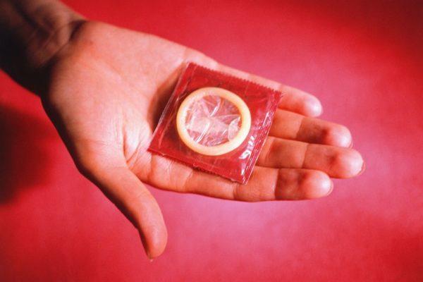 Пути передачи гонореи, первые симптомы у женщин и мужчин, методы лечения